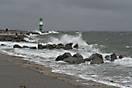 Sturm an der Hafeneinfahrt Warnemünde